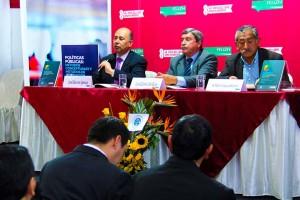José Barrios Ipenza, Luis Calmell del Solar y Humberto Salaverry durante la presentación del libro Invertir en la Macrorregión Centro es Invertir en el Perú.